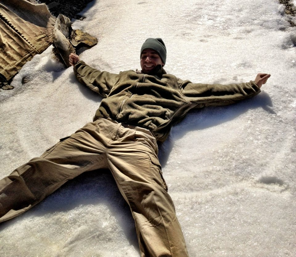 Afghanistan: A U.S. Soldier Sends Home a Snow Angel  (1/2)