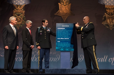 Army Chief of Staff Gen. Raymond T. Odierno unveils the Hall of Heroes plaque at an induction ceremony for Medal of Honor recipient former Army Capt. William Swenson at the Pentagon, Oct. 16, 2013. DOD photo by U.S. Marine Corps Sgt. Aaron Hostutler